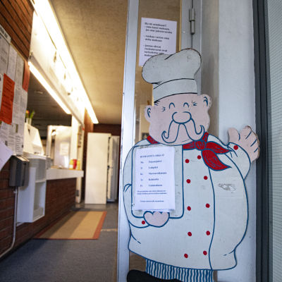 Työttömien ruokalan sisäänkäynti.