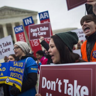 Demonstration för Obamacare utanför USA:s högsta domstol