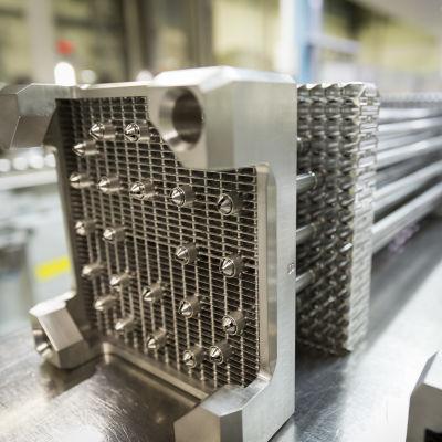 Arevan tehtaan Atrium 10XM -polttoainenippuja (Teollisuuden Voiman ydinpolttoaineen toimittaja), Lingen, Saksa, 31.08.2017.