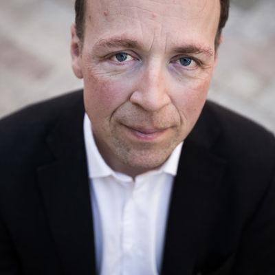 Jussi Halla-ahosta lähikuva.