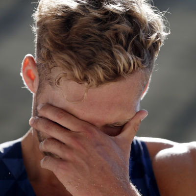Tiokamparen Kevin Mayer fundersam.
