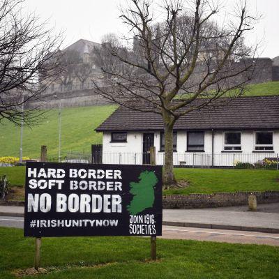Anti-brexit skylt i Bogside i Londonderry, Nordirland