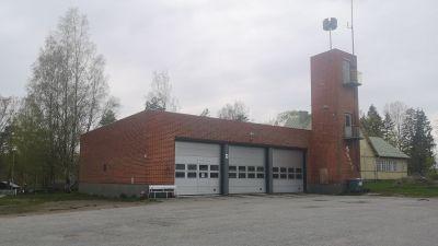 En brandstation i tegel.