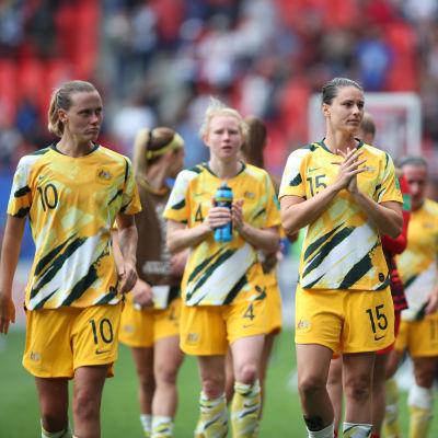 Australiens damer efter förlusten mot Italien.