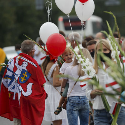 Människor ställde sig i en kedja från Vilnius till Belarus den 23 augusti för att stöda oppositionen i Belarus. Bilden tagen i byn Medininkai som ligger cirka 26 kilometer från Vilnius.