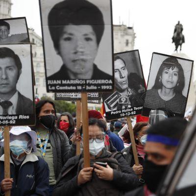 Perulaiset osoittivat mieltään pian järjestettävissä presidentinvaaleissa oikeiston ehdokkaana olevaa Keiko Fujimoria vastaan.