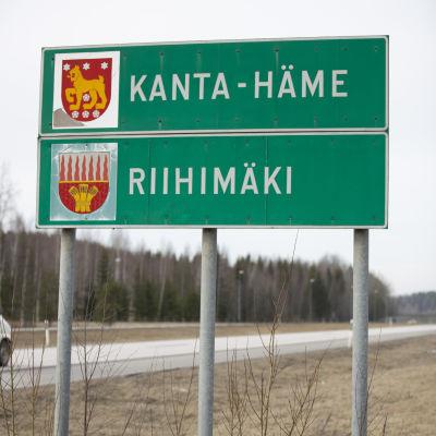 Kanta-Hämeen ja Riihimäen rajakyltti Uudenmaan ja Kanta-Hämeen rajalla 3. tien varrella.