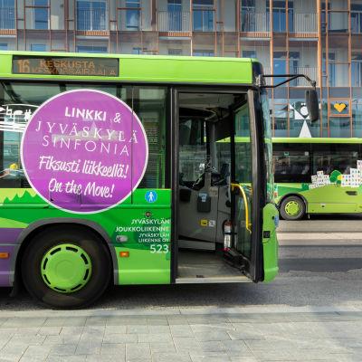 Elokuussa yksi Jyväskylän paikallisliikenteen busseista muutettiin soivaksi linkiksi.