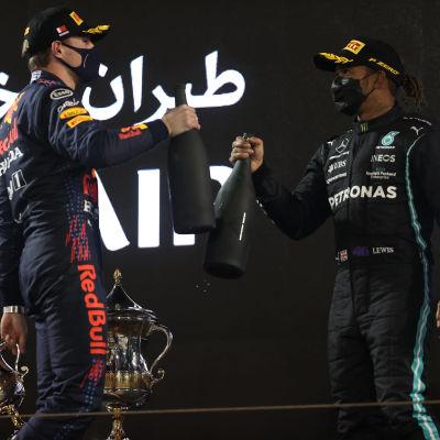 Verstappen och Hamilton skolar på prispallen.
