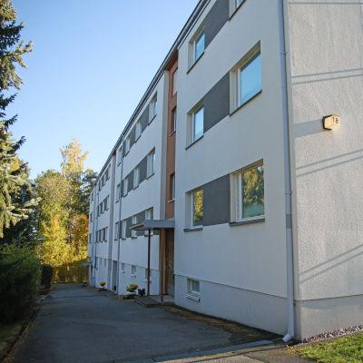 Bostadshus på Karhuntie 18 i Tavastehus.