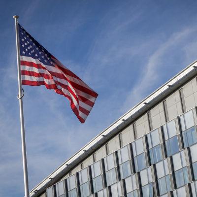 USA:s flagga utanför Natohögkvarteret i Bryssel den 6 januari 2020.