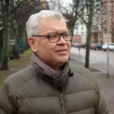 Carl-Gustav Lindén fotograferad på Busholmen i Helsingfors.