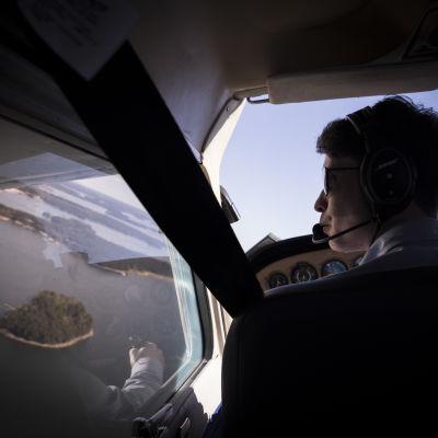 Pienlentokoneen lentäjä.