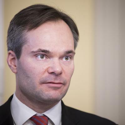 Kai Mykkänen (kok.) sisäministeri.