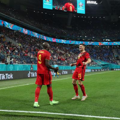 Belgian Romelu Lukaku ja Thomas Meunier juhlivat Venäjää vastaan