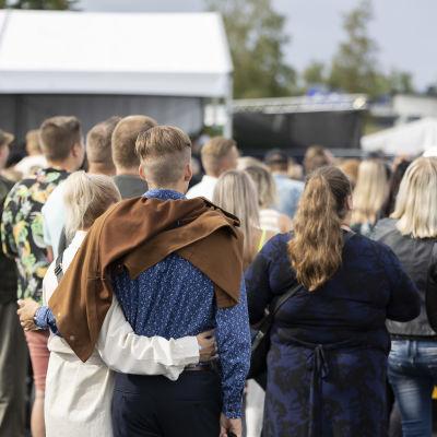 Yleisöä Kokkolan Viinijuhlilla.