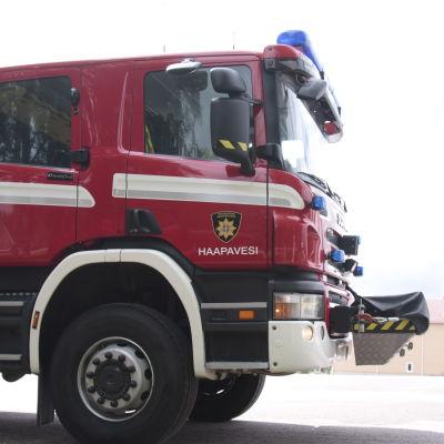 Jokilaaksojen pelastuslaitoksen Haapaveden paloauto.