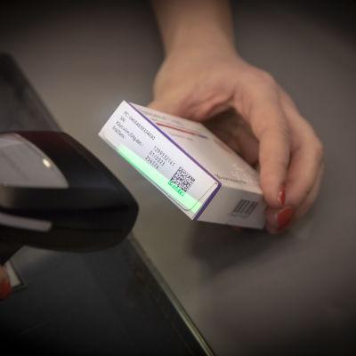 Jäljityksen mahdollistavalla koodilla varustettuja lääkepakkauksia.