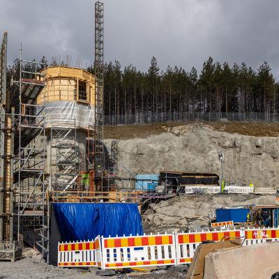 Tampereen Sulkavuoren jätevedenpuhdistamon poistoilmapiipun rakennustyö