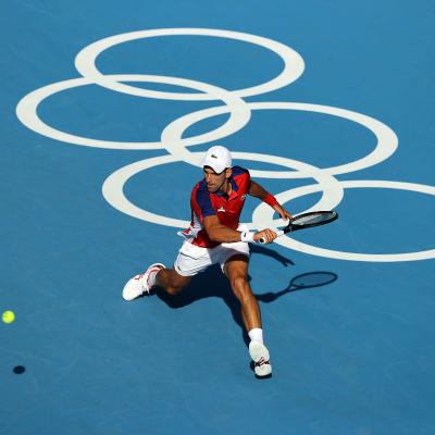 Novak Djokovic lyö palloa