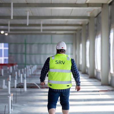 SRV:n projekti-insinööri Mikko Kupari, HUSin Siltasairaalan rakennustyömaa, Meilahti, Helsinki, 28.8.2019.
