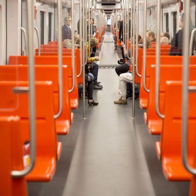 M300 metrojunan käytävä.