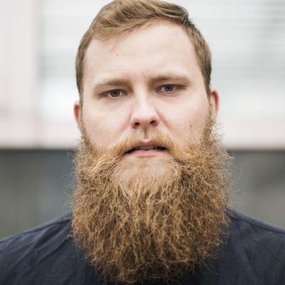 Porträttbild av Jonas Forsbacka.