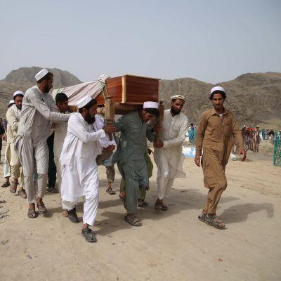 Begravning av en människa som dödades i en självmordsattack den 16 juni.