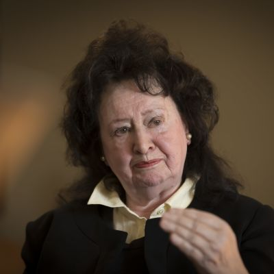 Eeva Lennon , toimittaja  kirjan julkistus tilaisuudessa plk