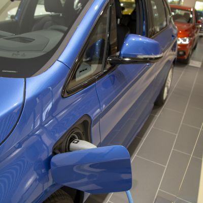 Sähköauto  Laakkosen autokaupassa.