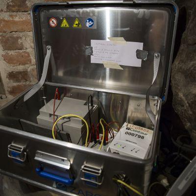 seismometri joka mittaa maantärähtelyä