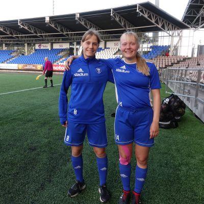 Sonja och Laura Hillberg spelar i HJK:s U18-lag i tjejernas FM-serie.