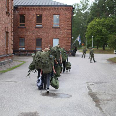 Beväringar i Dragsvik.