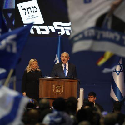 Israels långvarigaste premiärminister Benjamin Netanyahu jublade över sin seger, som ändå inte resulterade i en majoritet i parlamentet.
