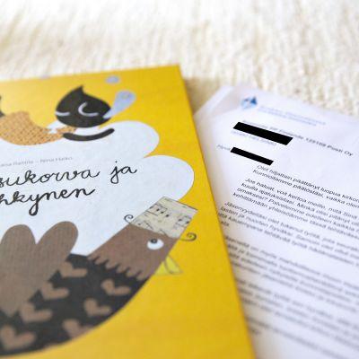 Ruusukorva ja Kyyhkynen -lastenkirja ja virheellisesti lähetetty pahoittelukirje kirkosta eroamisesta.
