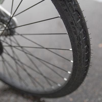Juro-kaupunkipyörän renkaat ovat umpikumia, eli ne eivät puhkea.