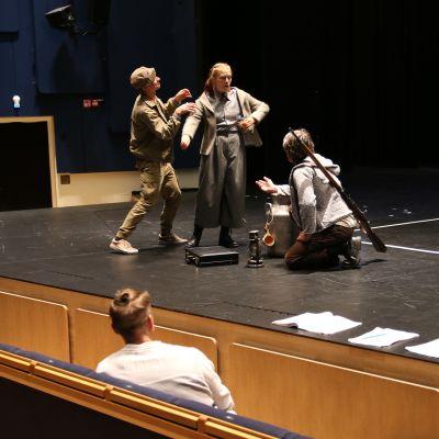 Ulvovan myllärin harjoitukset Rovaniemen teatterissa elokuussa 2020
