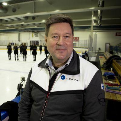 Janne Korhonen on muodostelmaluistelun puheenjohtaja.
