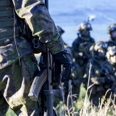 Suomalaisia sotilaita Nato Trident Juncture 18 -sotaharjoituksessa Trondheimin Bynesetissä, Norjassa.