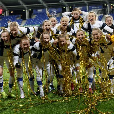 Helmarit pääsi juhlimaan EM-kisapaikkaa Töölössä helmikuussa 2021.