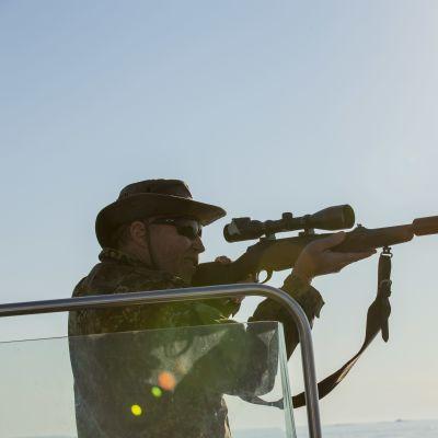 Roy Siljamäki metsästämässä.