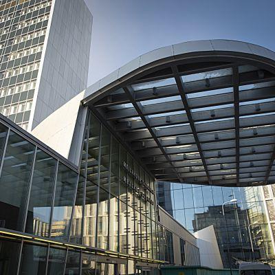 Byggnader vid Mejlans sjukhusområde i Helsingfors.