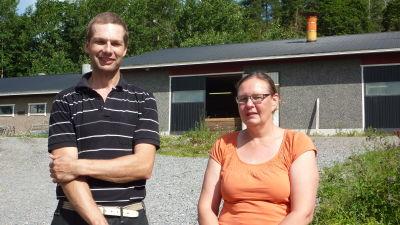 Leif Blomqvist och Anne-Maj Blomqvist är Västnylands enda grisuppfödare.