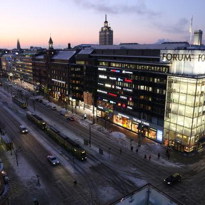 Mannerheimvägen i Helsingfors 7.1.2016 kl. 8.50.