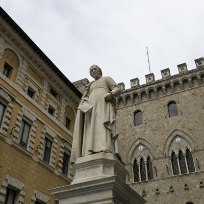 Banca Monte dei Paschi di Sienas huvudkontor i Siena i Italien.