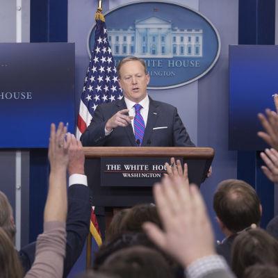 Vita husets presstalesman Sean Spicer svarar på frågor.