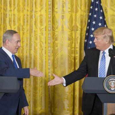 Benjamin netanyahu och Donald Trump i Vita huset.