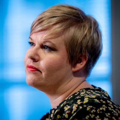 Annika Saarikko Opetus- ja kulttuuriministeriön tiloissa
