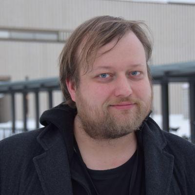 Närbild på regissören Lauri Maijala.