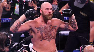 Robert Helenius poserar efter sin seger över Kownacki